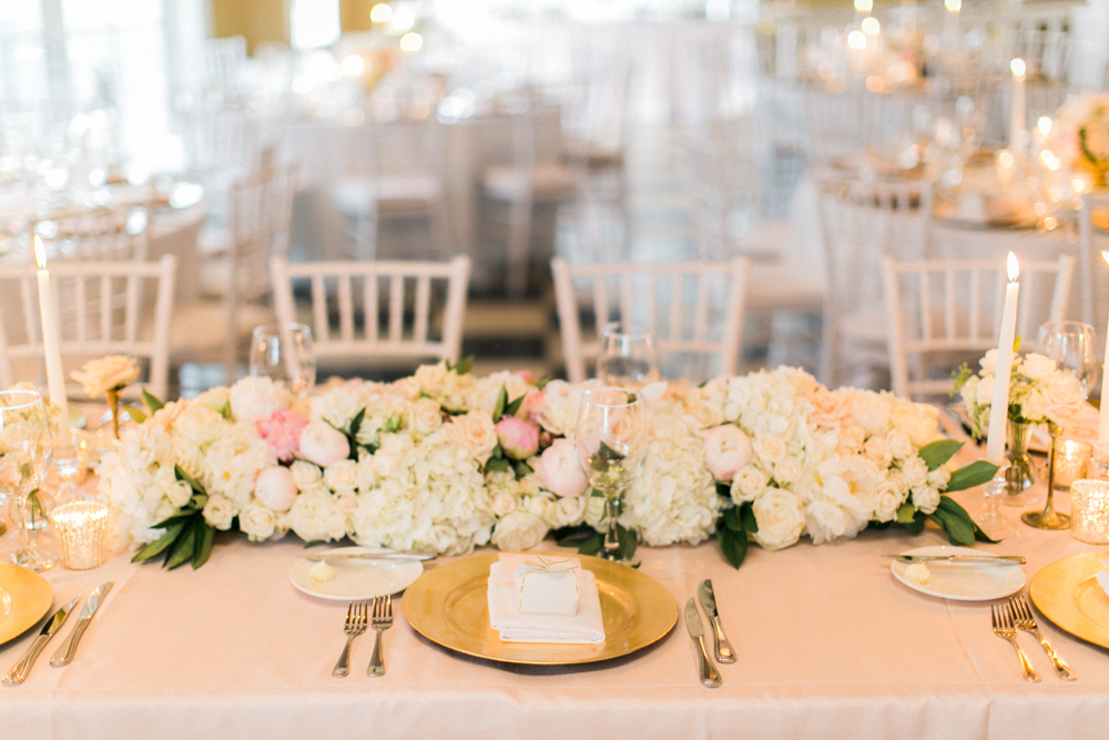 Dinner Seating | Gold Charger Plates | Tableau Events